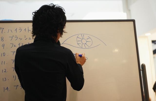 オンリーミネラル メイクアップアーティスト 荻野誠